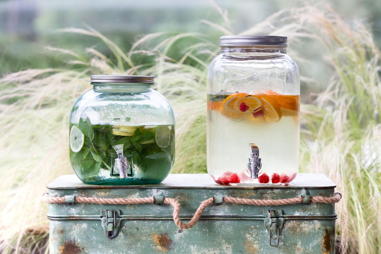 rafraichissement Jarre d'eau aromatisée aux fruits